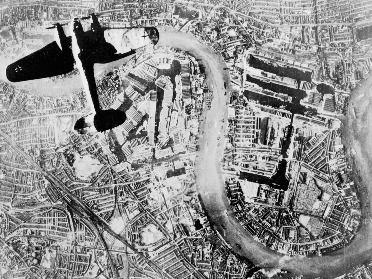 Heinkel_over_Wapping.jpg