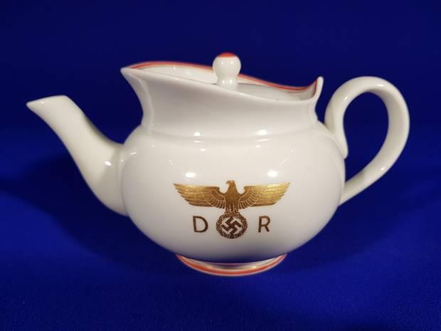 Hermann-Goering-teapot.jpg