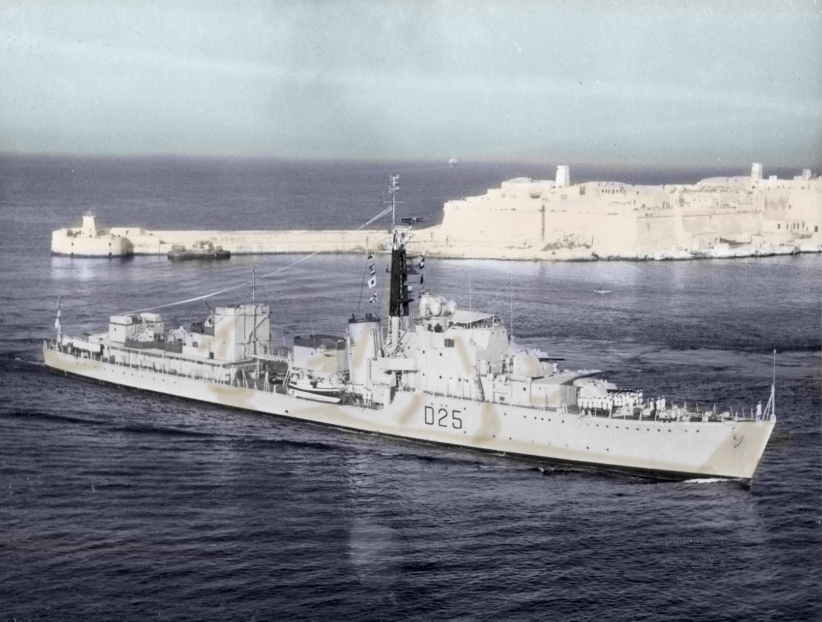 HMS Carysfort Entering Grand Harbour Malta 1966.jpg