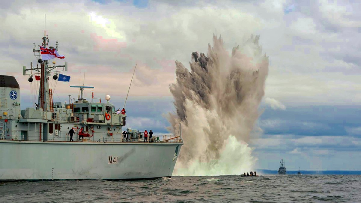 HMS Quorn mine explosion demo 17 Jun 2015 (2).jpg