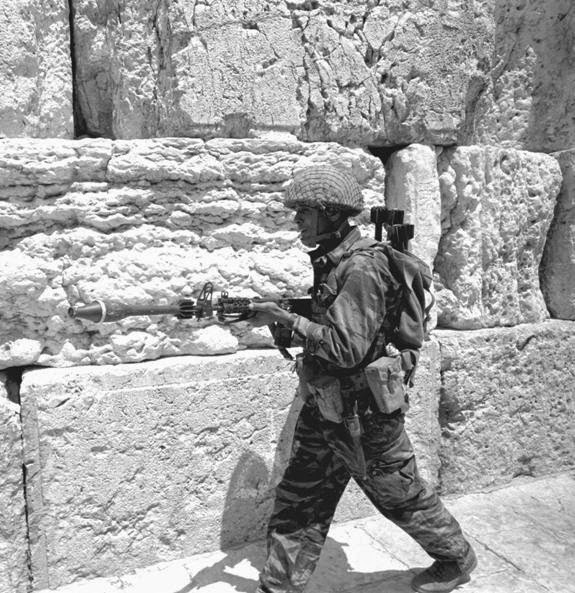 IDF-BT-AT-52-rifle-grenade-jerusalem-1967-bbb-1.jpg