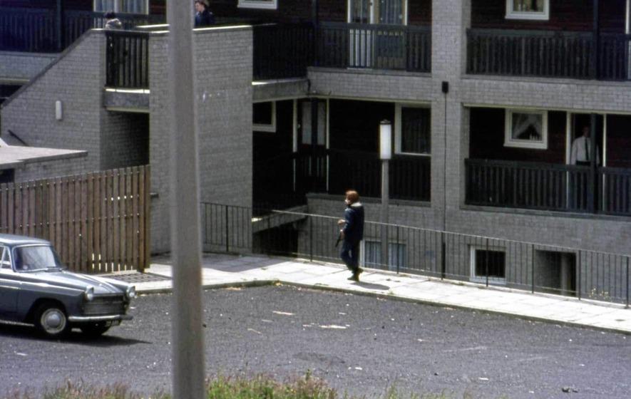 IRA man at Lenadoon July 1972.jpg