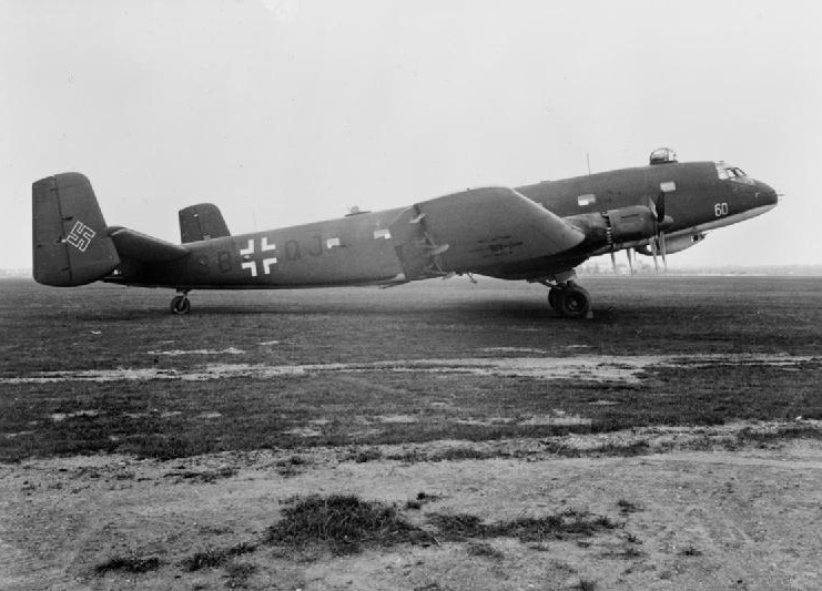 Junkers_Ju_290_A-3_FAGr_5_on_ground.jpg