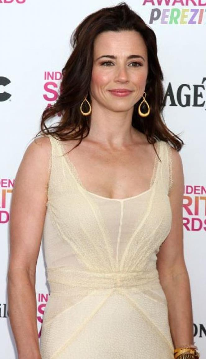 linda-cardellini-difficult-delivery.jpg
