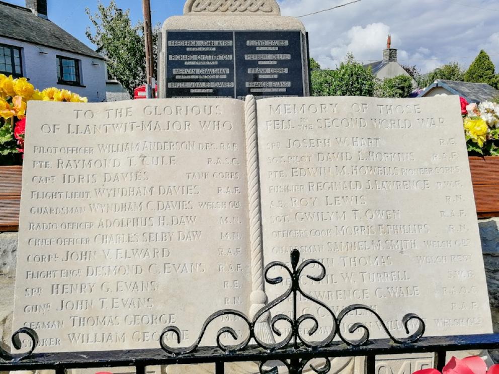 Llantwit Major, War Memorial (1) (Custom).jpg