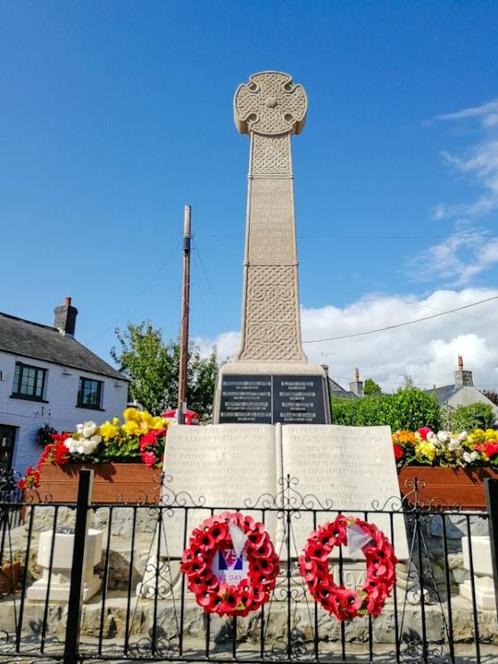 Llantwit Major, War Memorial (3) (Custom).jpg