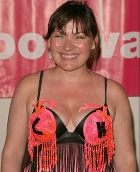 lorraine-kelly-weight-loss-how-tv-presenter-dropped-two-dress-sizes-without-a-strict-diet~2.jpg