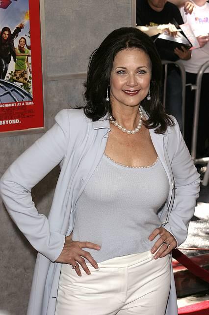 Lynda-Carter-2005-lynda-carter-34453301-426-640.jpg
