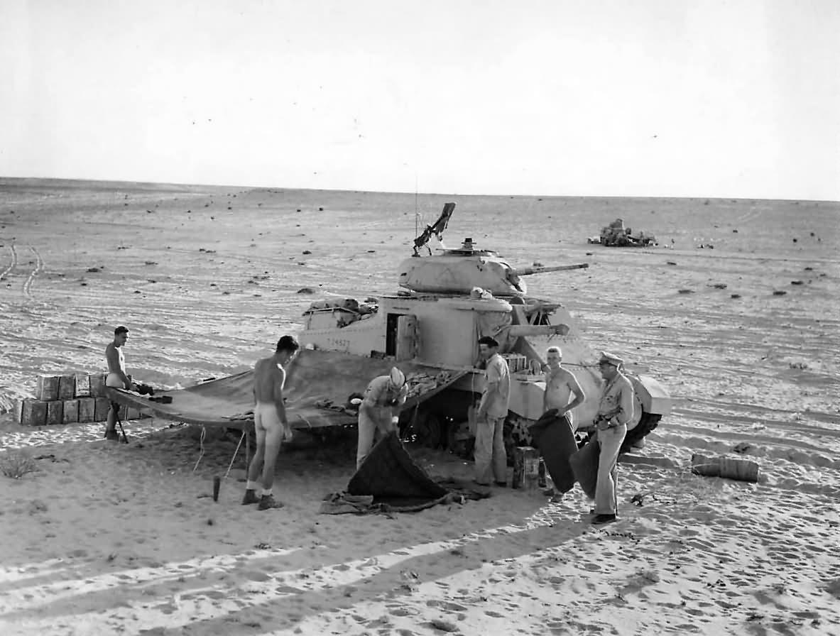 M3_Grant_Tank_Crews_Set_Up_for_the_Night_in_Egyptain_Desert_1942-1.jpg