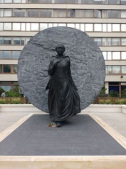 Mary_Seacole_statue,_St_Thomas'_Hospital,_front_view.jpg
