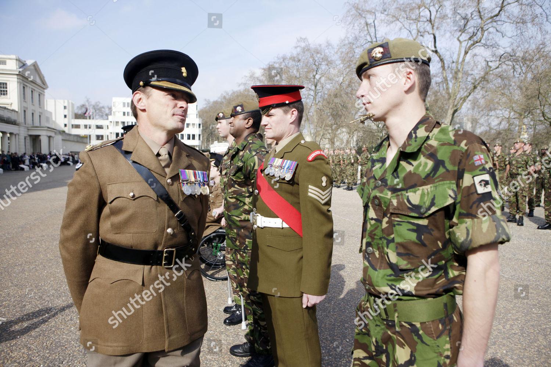 medal-ceremony-for-the-1st-battalion-the-grenadier-guards-at-wellington-barracks-london-britai...jpg