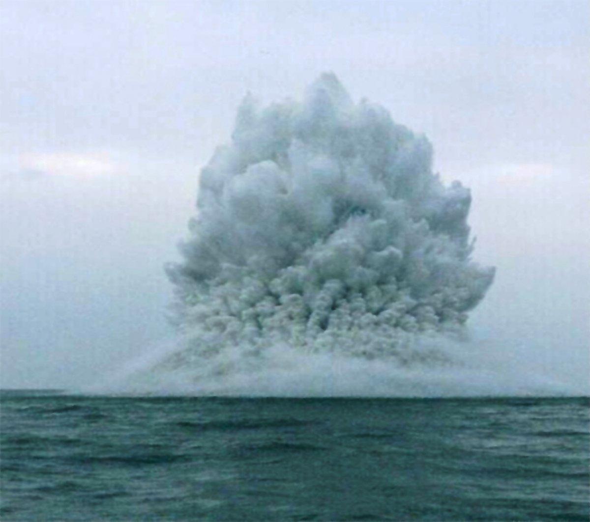 Mine Explosion in Solent.jpg