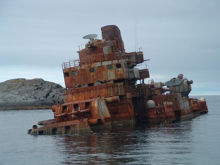 Murmansk_cruiser_shipwreck_15372079736790.jpg