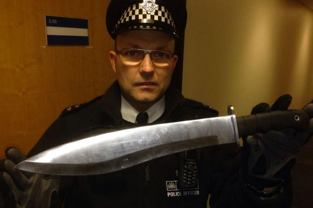 Police-officer-finds-giant-knife-in-southeast-London-stairwell.jpg