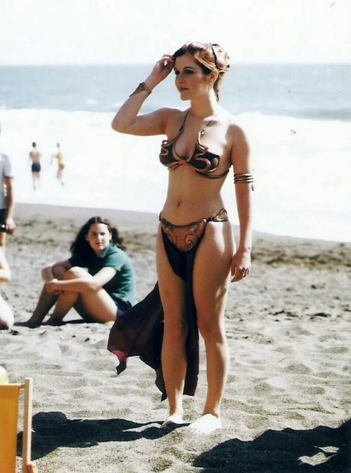 princess-leia-bikini-return-jedi-beach-shoot-1983-carrie-fisher-13.jpg