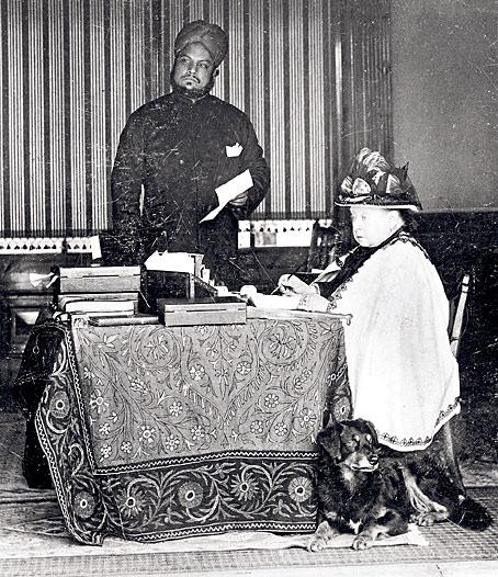 Queen Victoria and Abdul Karim 1894.jpg