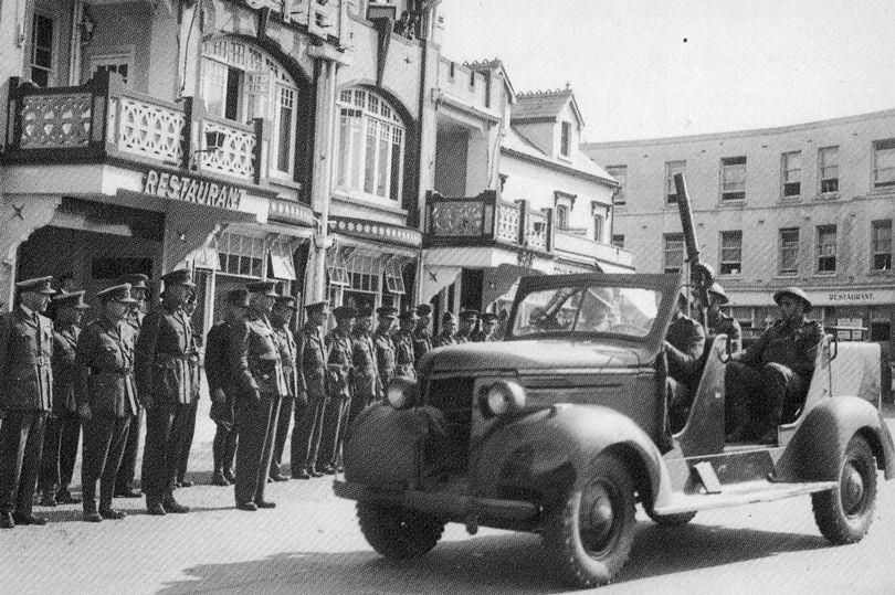Queen Wilhelmina's birthday parade, 31 August 1940 (Dutch Anti-Aircraft Truck) near the Esplan...jpg