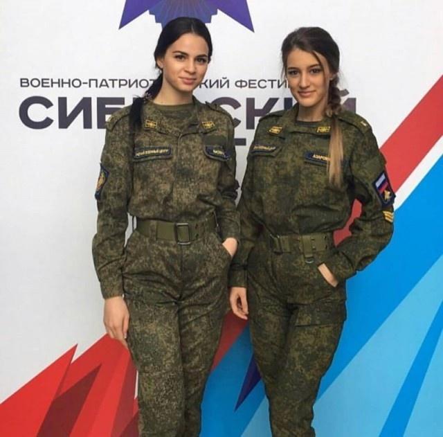 russian_army_girls_02.jpg