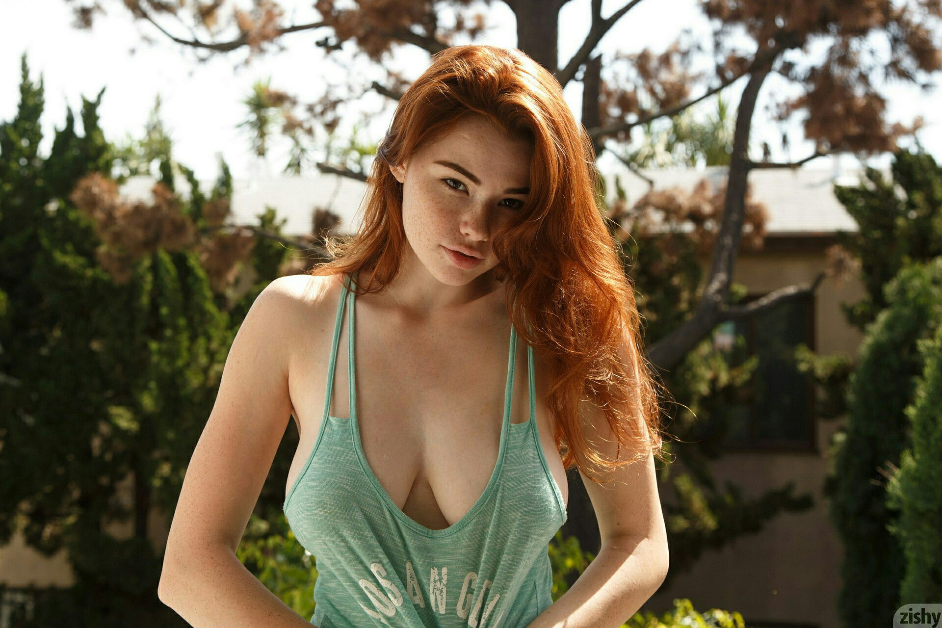 Sabrina-Lynn-in-the-back-yard.jpg