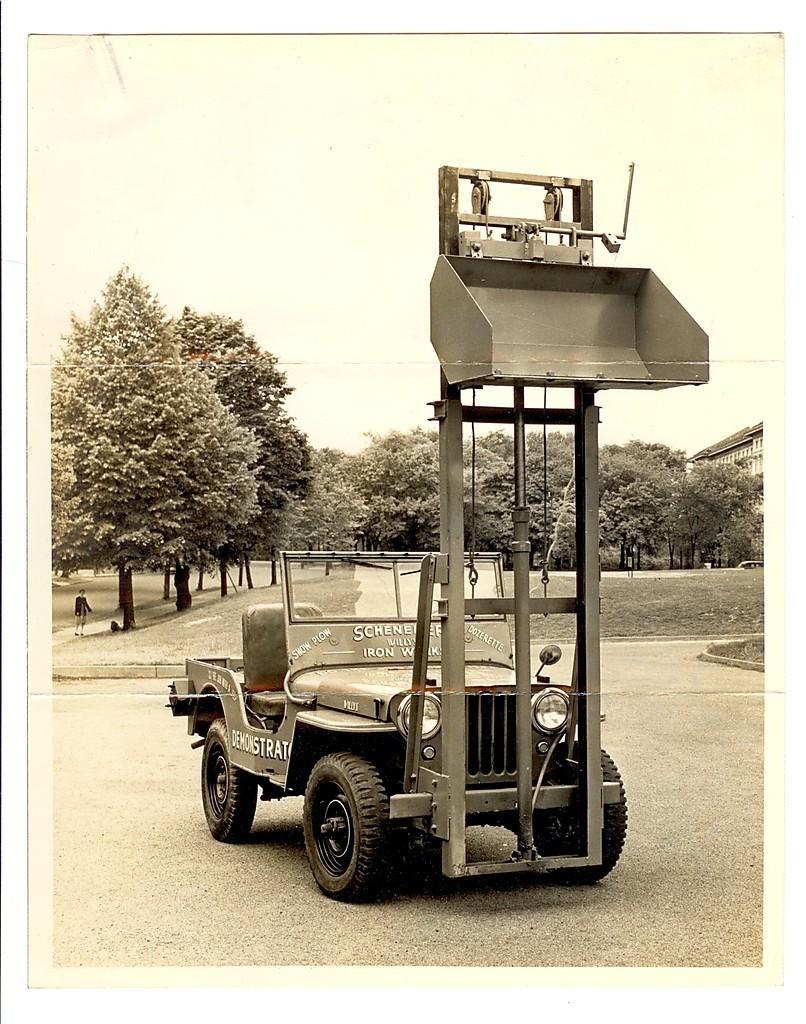 Scheneker Ironworks hydraulic lift.jpg