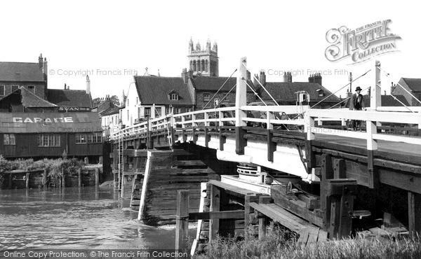 selby-the-old-toll-bridge-c1955_s90034.jpg