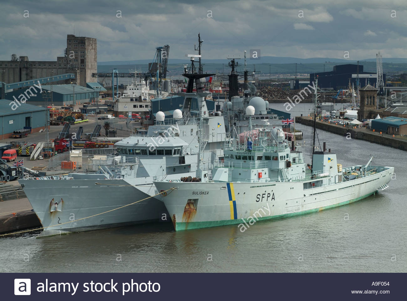 the-scottish-fisheries-protection-agency-vessel-the-sulisker-and-hms-A9F054.jpg