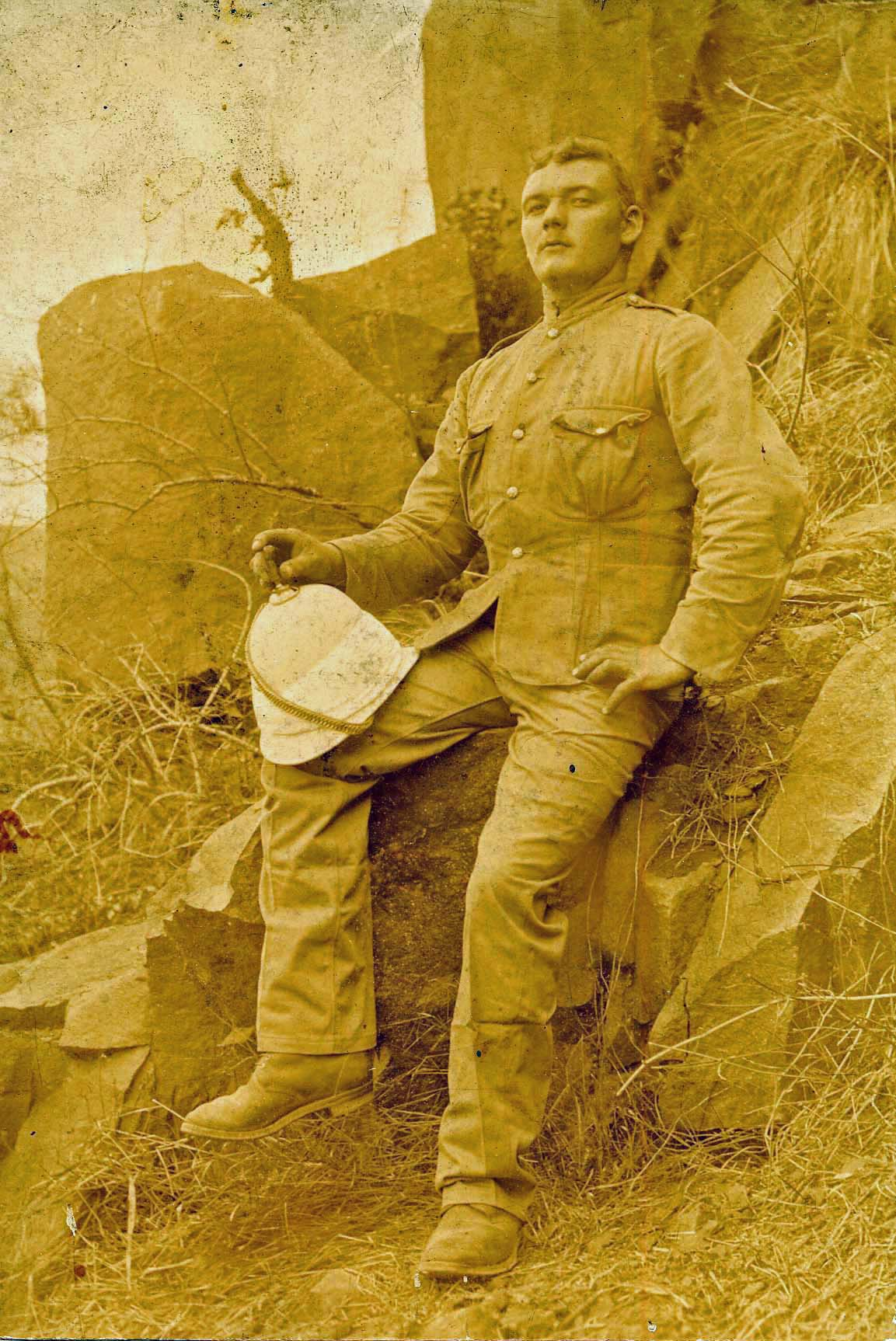 Thomas Carson in Boer War 1899_edited-2.jpg