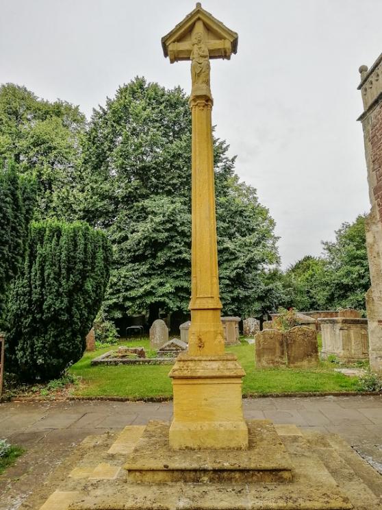Thornbury – St Mary's Church, War memorial (2) (Custom).jpg