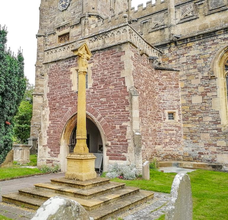 Thornbury – St Mary's Church, War memorial (6) (Custom).jpg