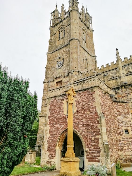 Thornbury – St Mary's Church, War memorial (7) (Custom).jpg