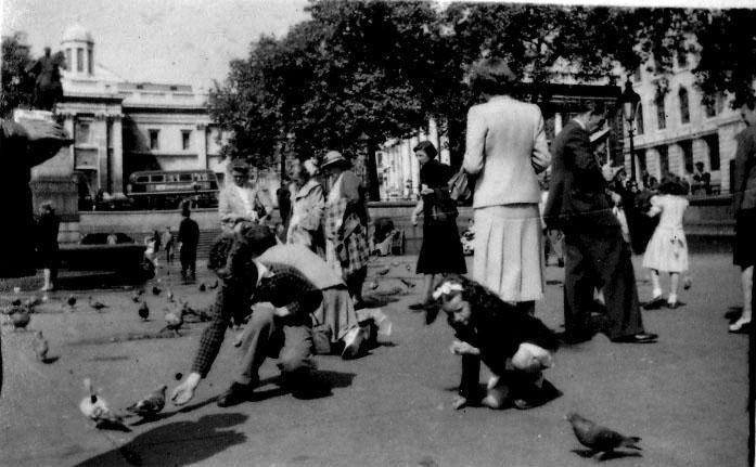 Trafalgar sq c 1948.jpg