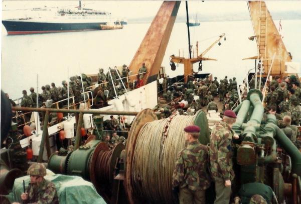Troops being crossdecked at Ascension Island 1982 (2).jpg