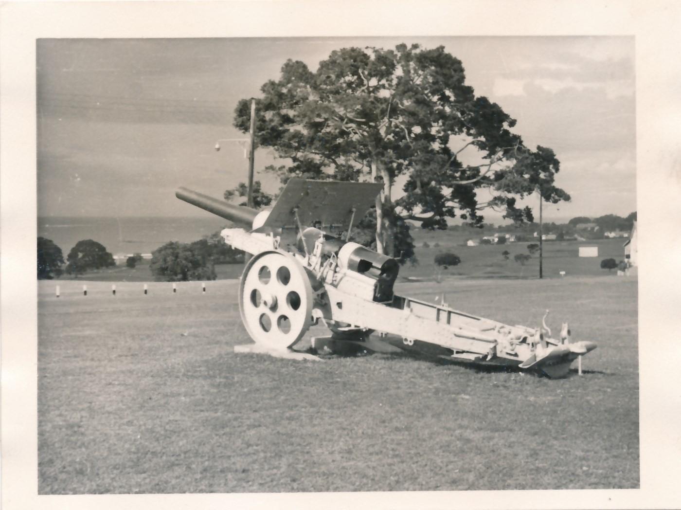 Uganda WW1 gun overlooking Lake Victoria.jpg