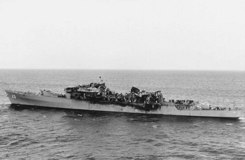 USS_Belknap_collision_damage.jpg