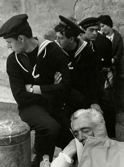 Vittorio de Sica and Sailors.jpg