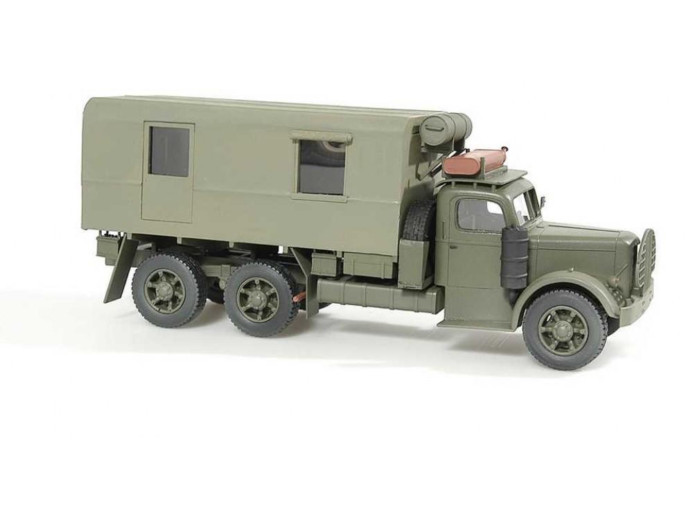 WES 35074 Mack Montys Caravan-1000x750.jpg