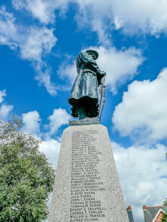 Whitchurch War Memorial (4) (Custom).jpg