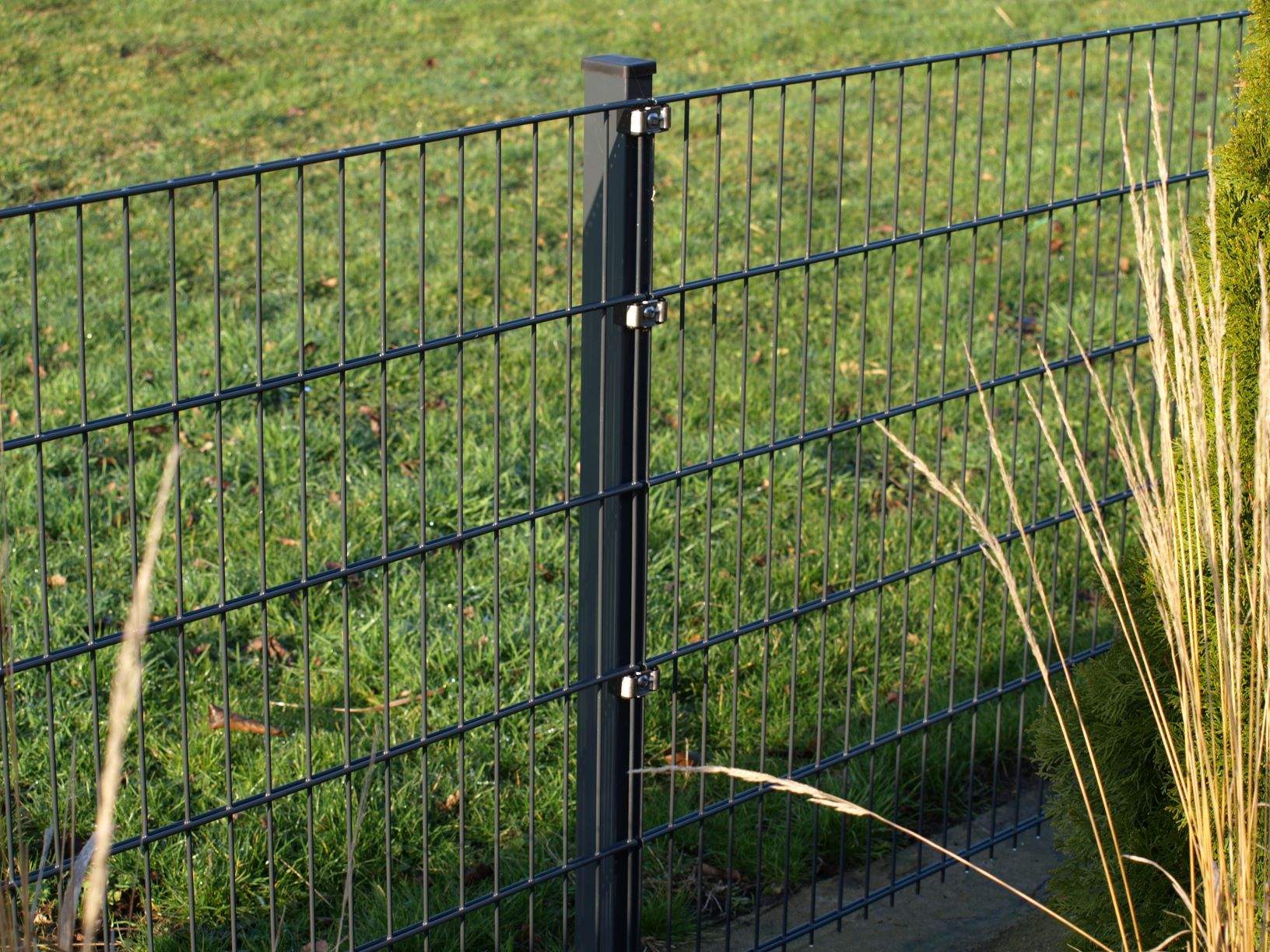 wire fence panel.jpg