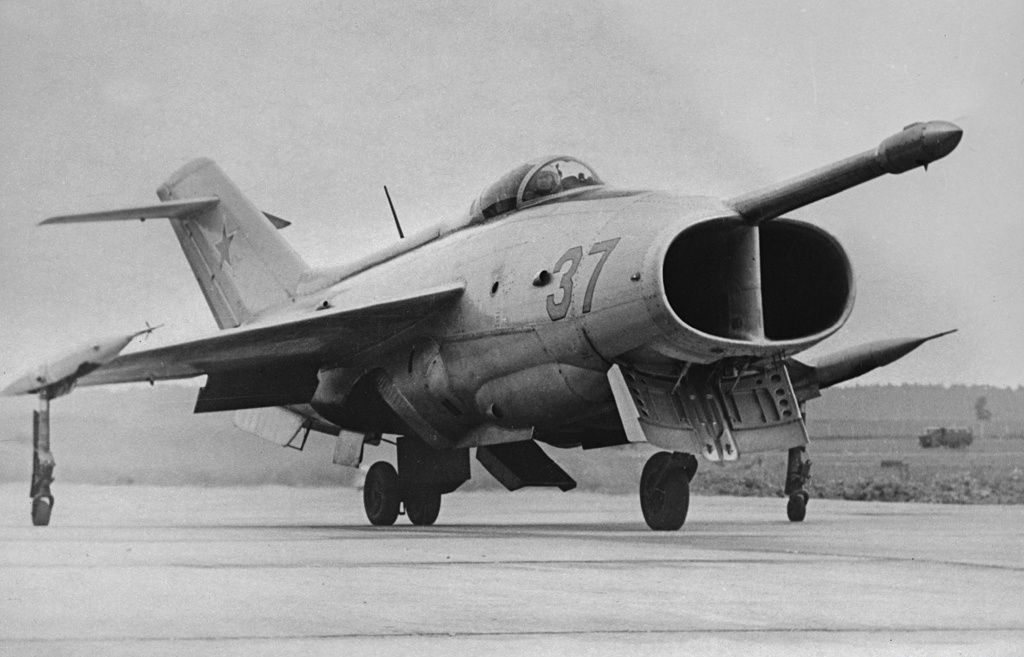 Yakovlev_Yak-36_in_July_1967_(3).jpg